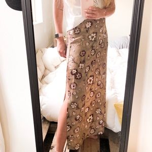 Flowered maxi skirt with slit